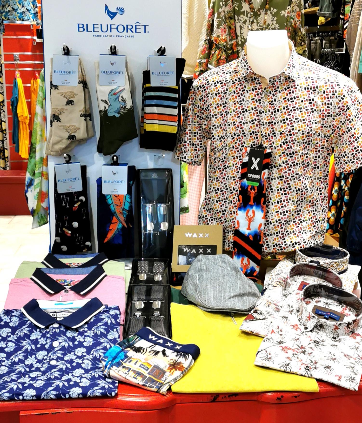 """La Boutique Féminine, c'est aussi un """"Corner Homme"""", avec une selection de chemises, polo, bermudas de marques qui allient qualités, fantaisies et matières naturelles."""